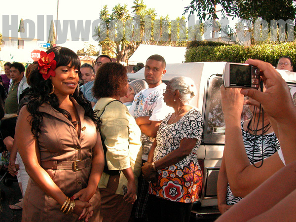 "Niecy Nash of ""Clean House"" poses for photos ouside the home of the show's yard sale."