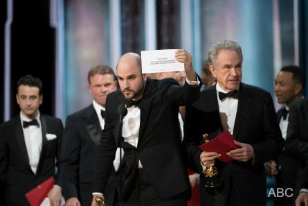 Oscars 2017,  ABC Television Network. (ABC/Eddy Chen) JORDAN HOROWITZ, WARREN BEATTY, JIMMY KIMMEL