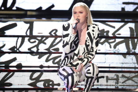 The Voice 13 Live Shows week 1, Chloe Kohanski